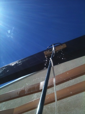 cleaning commercial building windows with pure water reverse osmosis pole system